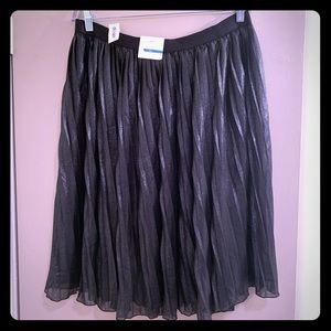 Old Navy Pleated Shimmer Skirt - Size L. NWTs
